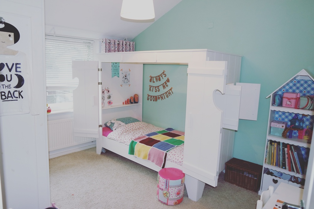 Kinderkamer julie coffee and kids - Witte kamer en fushia ...