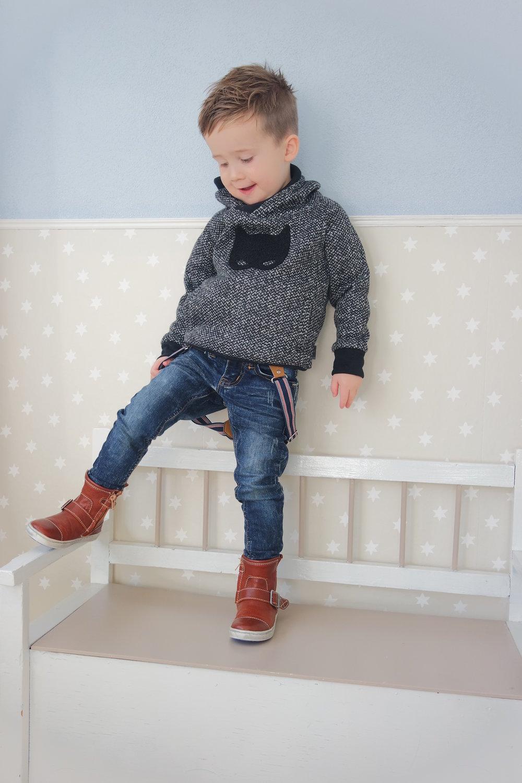 James zijn outfit met zijn nieuwe stoere laarzen.
