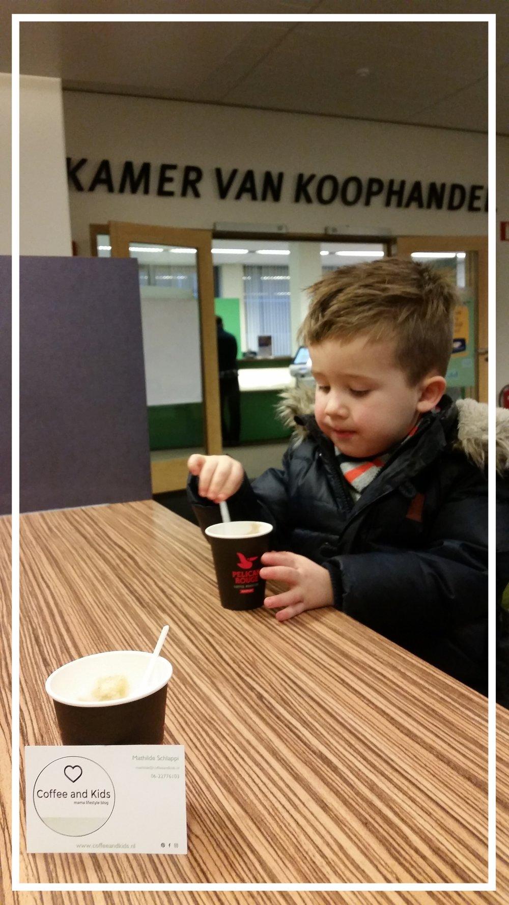 Dan was daar toch het moment dat ik richting de Kamer van Koophandel ging.... Ik nam mee, mijn 'kid' en zij hadden Coffee........ Coffee and Kids is nu for real!