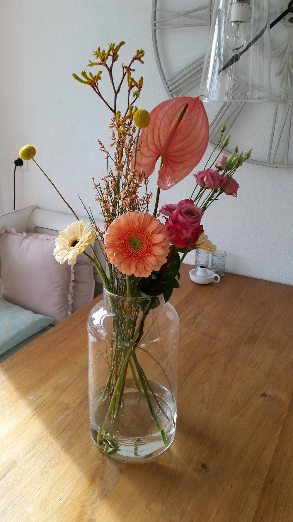 Verse bloemen, schoon huis(soort van), klaar voor het weekend!