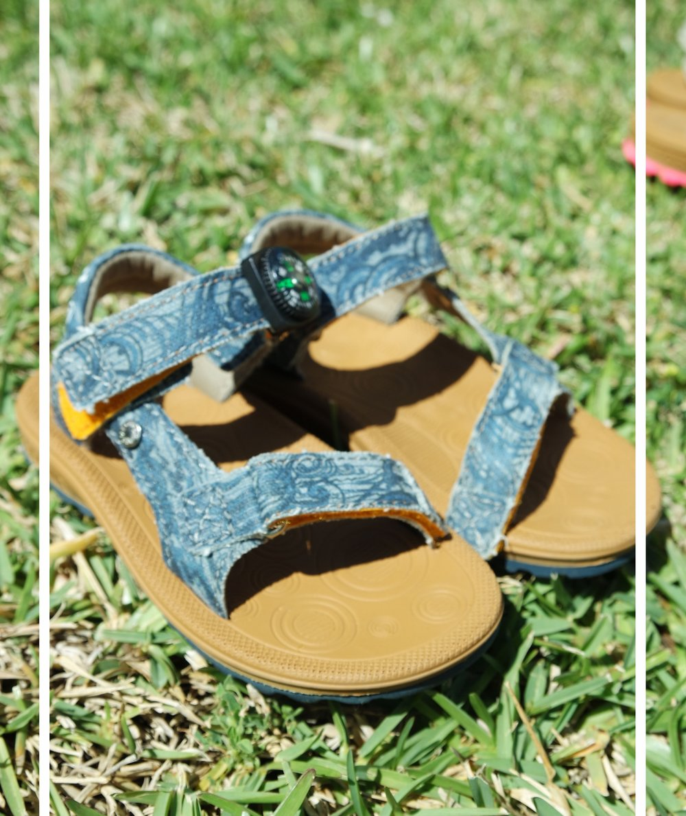 Voor James hebben we de Shoesme Outdoor Sandaal Jeansblauw uitgezocht.