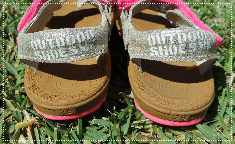 Julie draagt schoenmaat 30, maar sandaalmaat 29