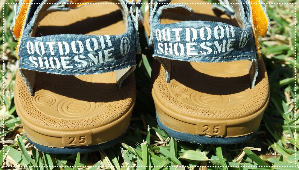 James draagt schoenmaat 26, maar sandaalmaat 25