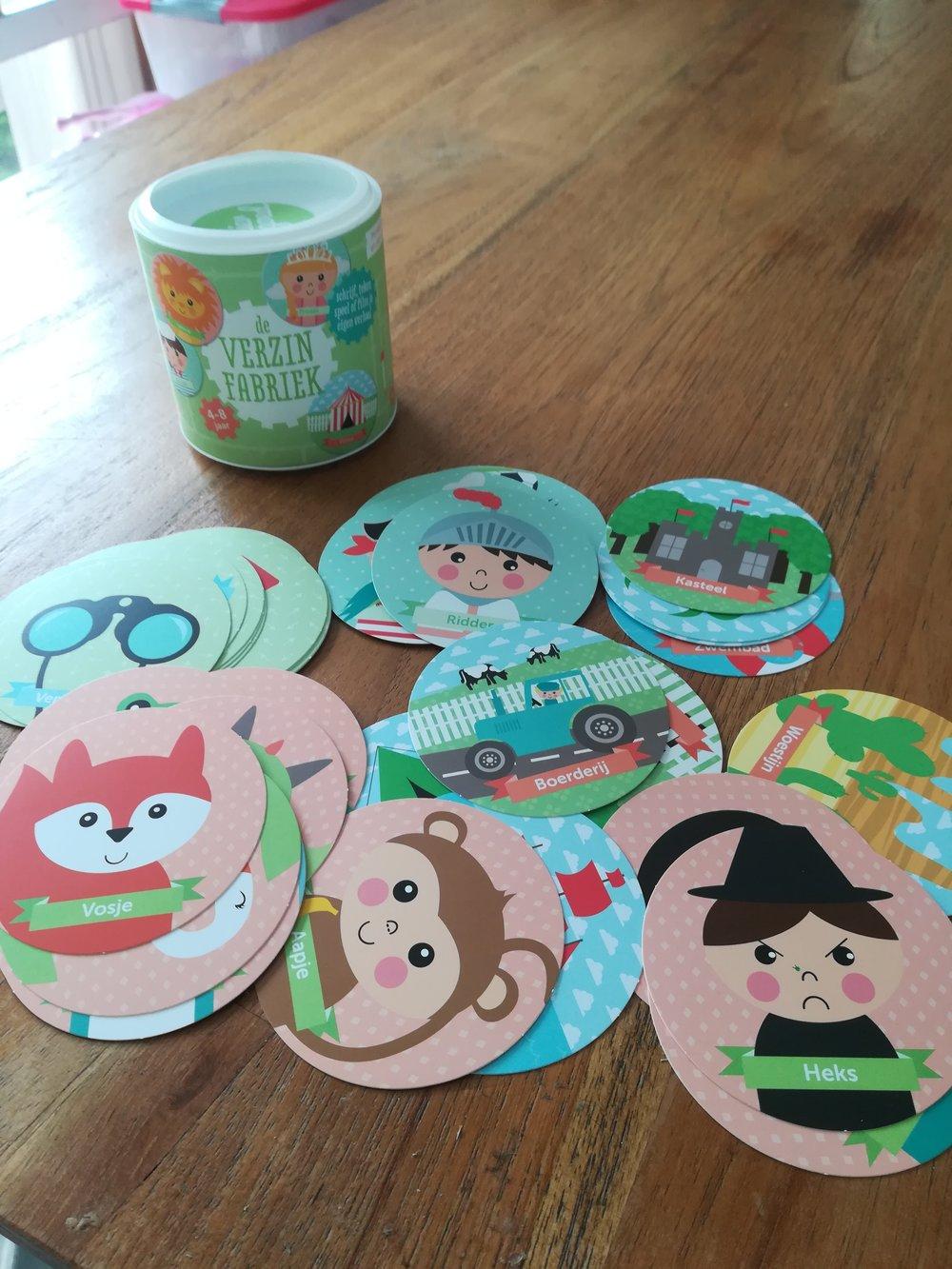 De verzinfabriek - Deze leuke kaartjes zijn voorzien van mooie tekeningen welke staan voor een hoofdrol, bijrol, activiteit en plaats. Je kind kan hiermee zelf een verhaal verzinnen of je doet er een spel mee#samendoen