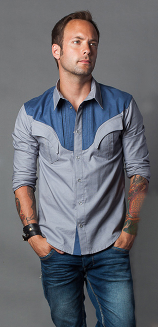 Country singer Dallas Smith wears a Roxenstone custom western shirt
