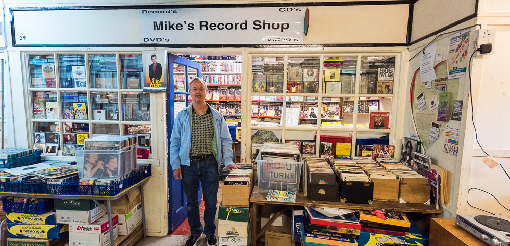 Mike's record shop    Mike's Records specialises in classic tracks and albums from the Sixties and Seventies, including Rock, Punk, Physchedelic, New Wave, Blue, Jazz, Folk, Reggae, Soul, Progressive Rock, and much more.