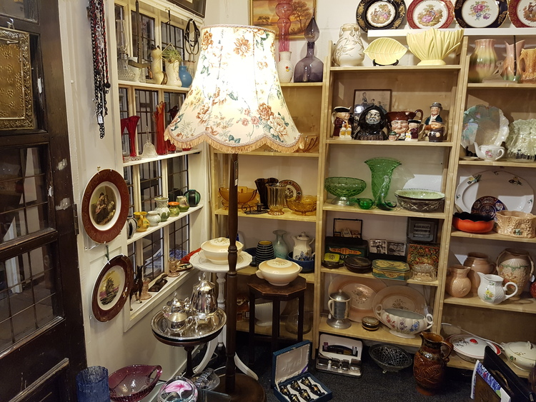 lot 8 antiques    Lot 8 antiques is owned and run by vic, who when he is not sharing his passion and knowledge for antiques, doubles up as the market's caretaker. Lot 8 antiques sells all sorts of antiques and artefacts making the perfect gift or something to personally treasure.