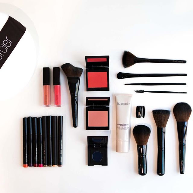 GIVEAWAY TIME!!! 🎉 Hey beauty lovers!! NYU.FASHION has partnered with Laura Mercier to give away exclusive favorites from her coveted collections including eyeshadow sticks, lip sticks and brushes! To win, follow @nyu.fashion, @lauramercier and tag THREE friends in the comments of our socials! The winner will be announced on December 21st! Good luck!! 🌟#nyufashion
