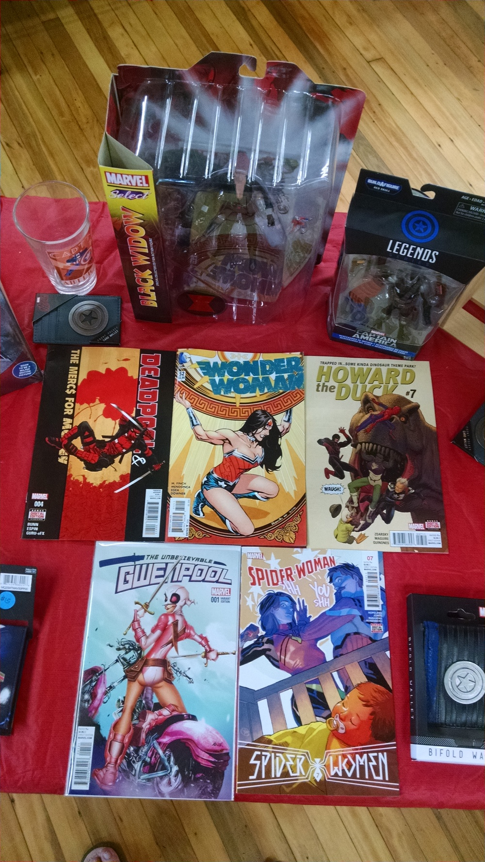 Thanks again to Comic Envy for the pictures! Buy comics there and support your local businesses!