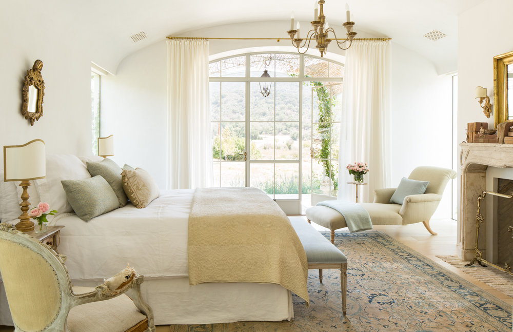 LOUISE - A delicate curve, a comfortable lounge