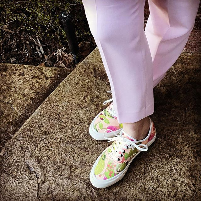 The sun is out and it feels almost spring like, yet no flowers to speak of. So I did the next best thing, wore my #trinaturk Legend Sneakers in Pink! It's crazy that wearing sneakers with work clothes is a thing now. Sign me up for more of these trends please!
