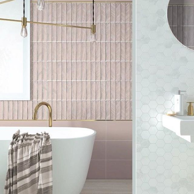 This is how pink should be used! Mixed with brass and Carrara marble hex! #palepink #marble #carrara #bathroom #feminine ❤️ 📸Pinterest