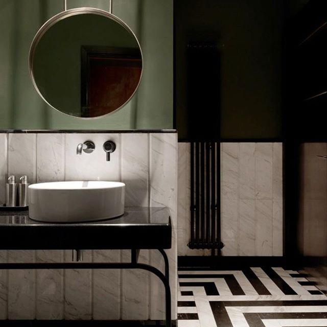 Moody Friday! Marble and green should always be seen! #marble #carrara #green #bathroom #interiordesign 📸pinterest