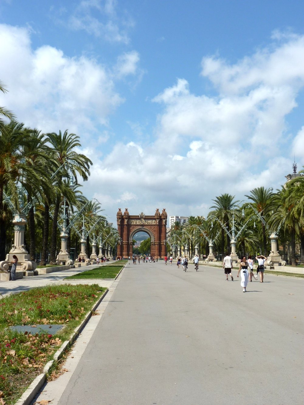Barcelona-Arc-de-Triomf.jpg