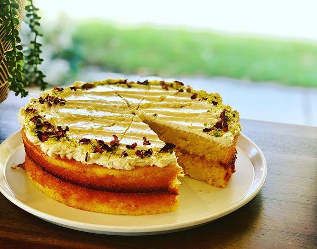 House made vanilla sponge, lemon curd, butter cream @gillstcafe 🍰........... . . . . . #gillstcafe #mosmanparkcafe #mosmanparkcoffee #supportlocal #homemade #urbanlistperth #perthisok #perthbestcafe #vanssister #betterthanvans
