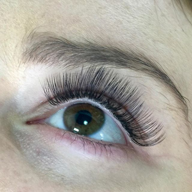 Volume lashes by us! Silk hand made fans that are individually applied. Refills are needed every 3-4 weeks to keep the lashes looking neat and tidy. Full Set $150 Refills $65. . . . . #eyelashextensions #volumelashes #classiclashes #silklashes #flatlashes #mascarafree #waterproof #makeup #melbourne #beauty #hawthorn