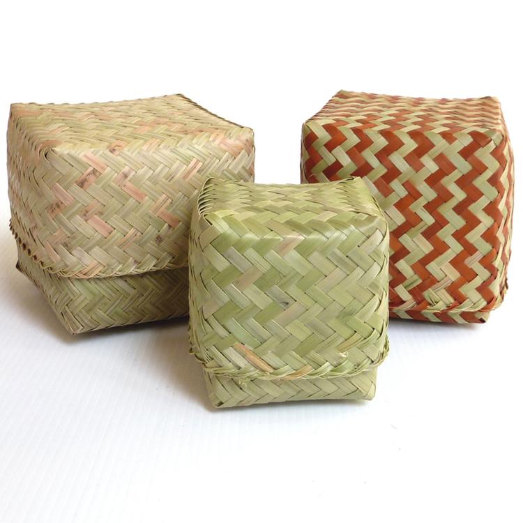 Petites boîtes en bambou