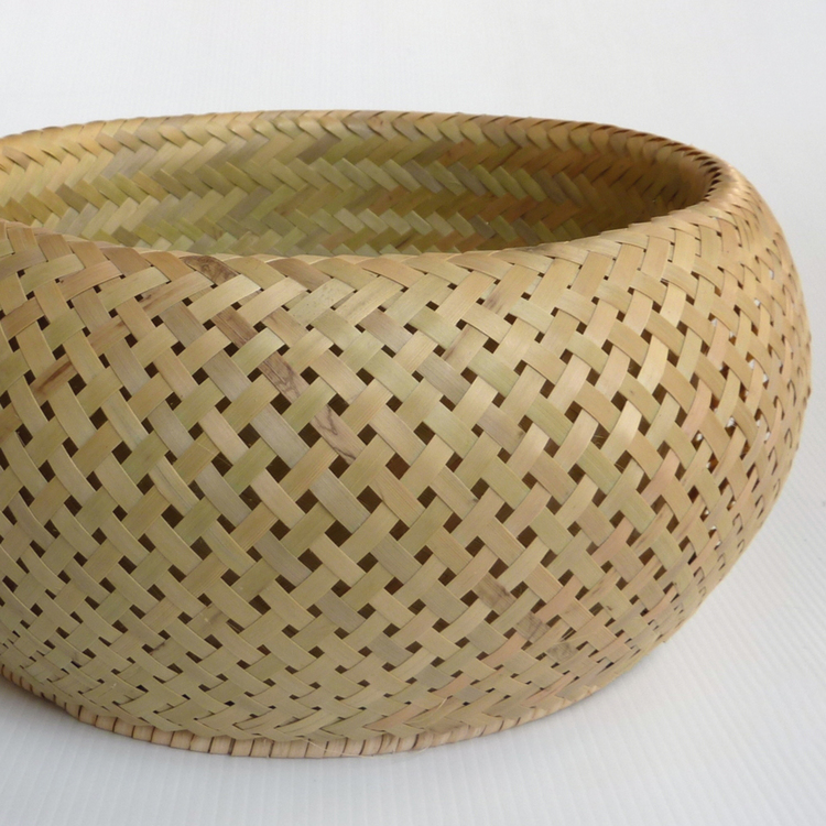 Bol en bambou de taille moyenne