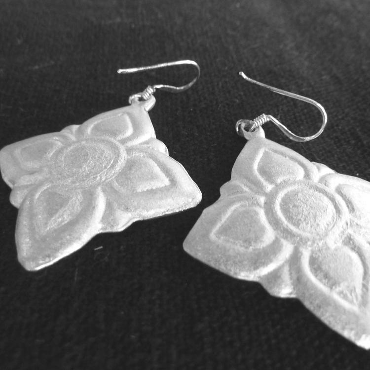 Boucles d'oreilles en forme de lotus