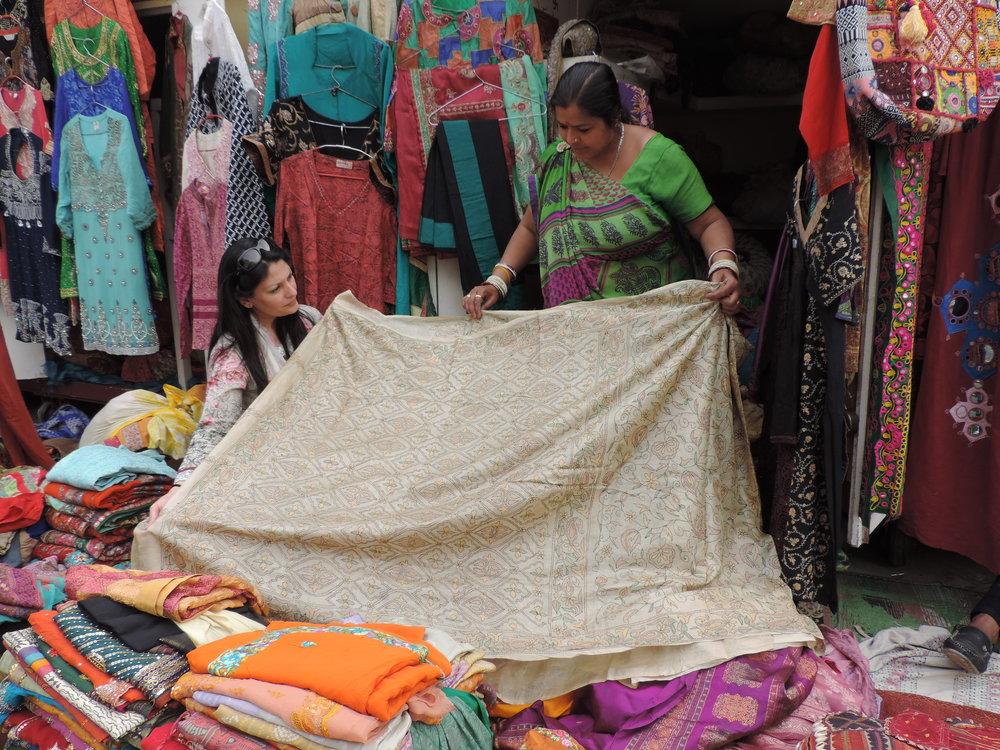 Choosing sari's .JPG