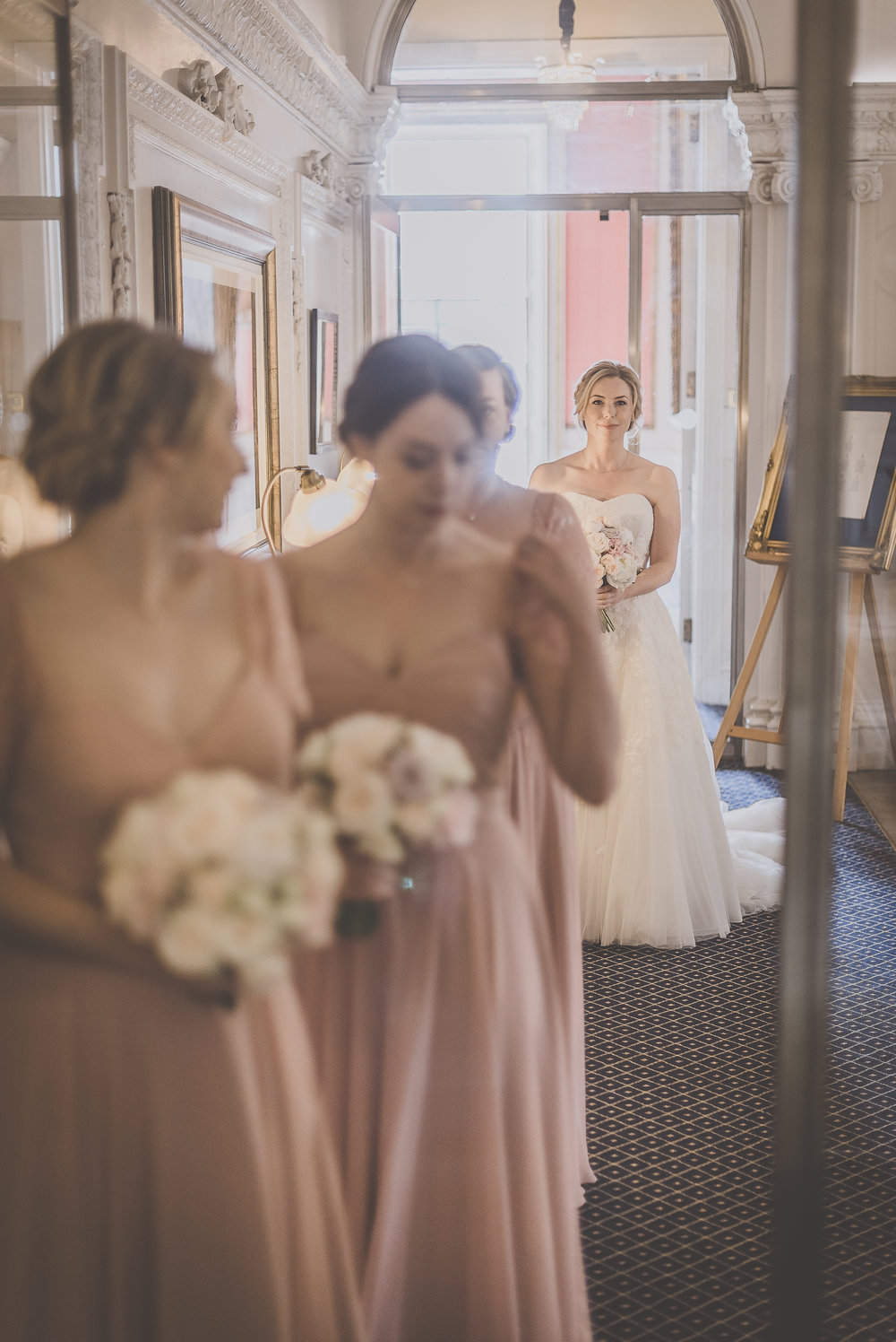 Lindsay and her gorgeous bridesmaids in TH&TH Privé - Photo:  Michelle Lindsell