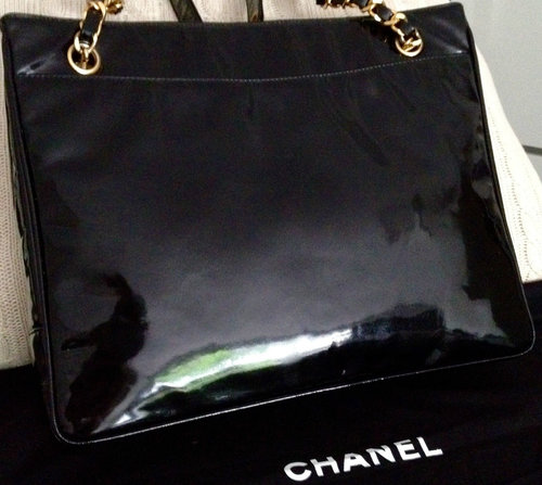 cfed03d2d807 100% CLASSIC CHANEL Black Patent Leather Big CC Gold Chain 12