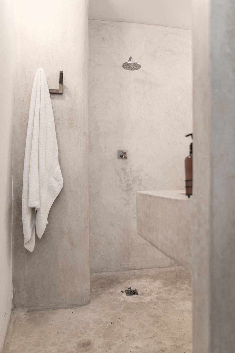 Shower with basin