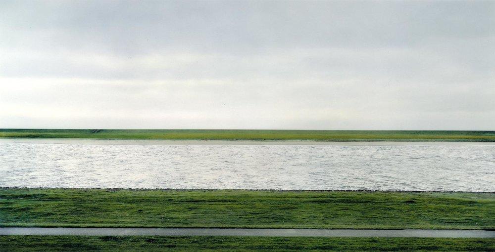 Andreas Gursky, Rhein II (1999)