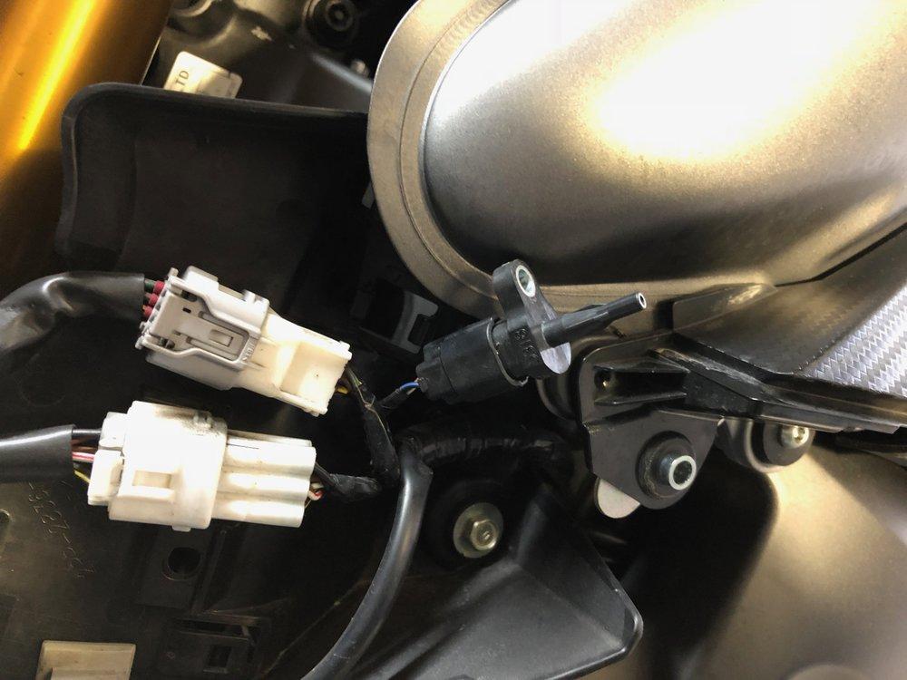 MT09 Tracer 900 BosterPlug Installation 2.jpg