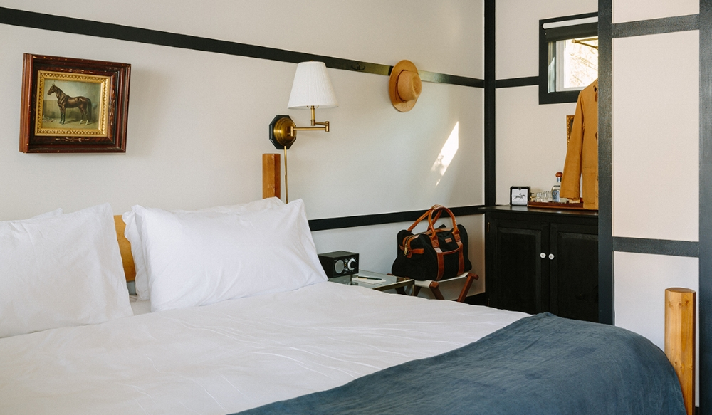 Brentwood-Boutique-Hotel_Daytime-Bedroom