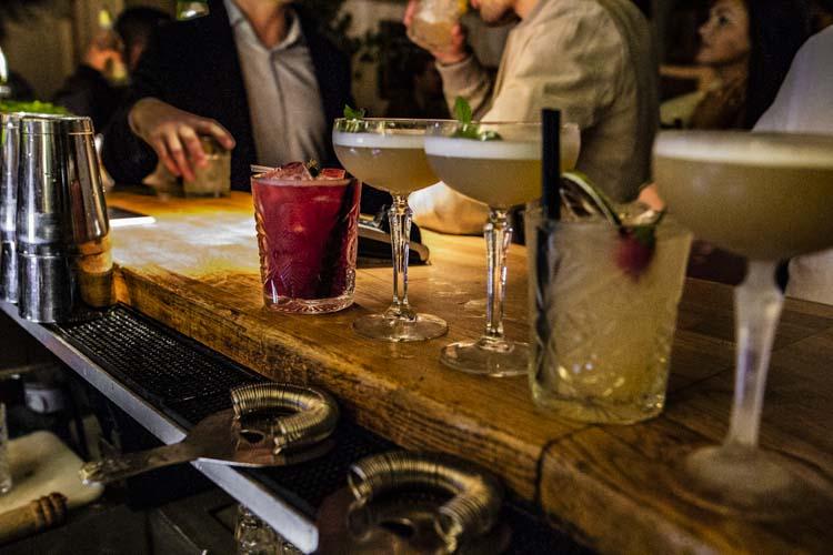 Vi har et stort spekter i våre cocktails, og kan lage egne velkomstdrinker på bestilling.
