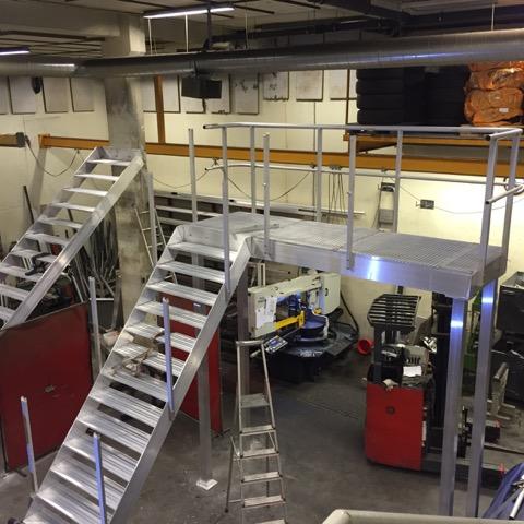 Produksjon av trapper av aluminium ved vårt verksted.jpeg