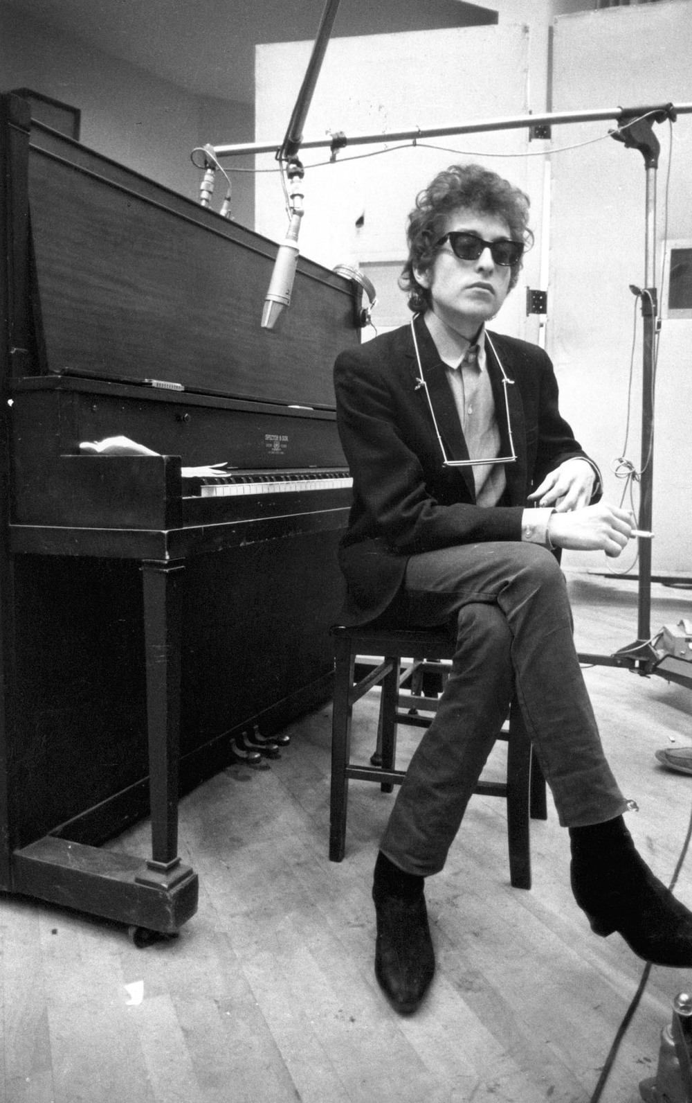 It's at this point in our program that I should admit to modeling my own personal style heavily on '64-'67 Bob Dylan. Photo by Jerry Schatzberg.