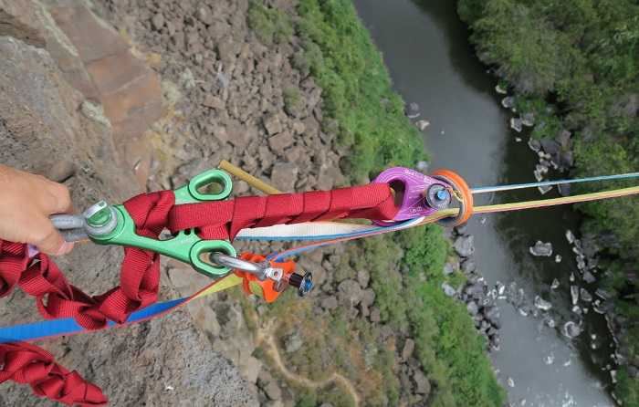 A soft-release system with the Ramlock and the Genesis Rigging plate. It was used to detension the highline.