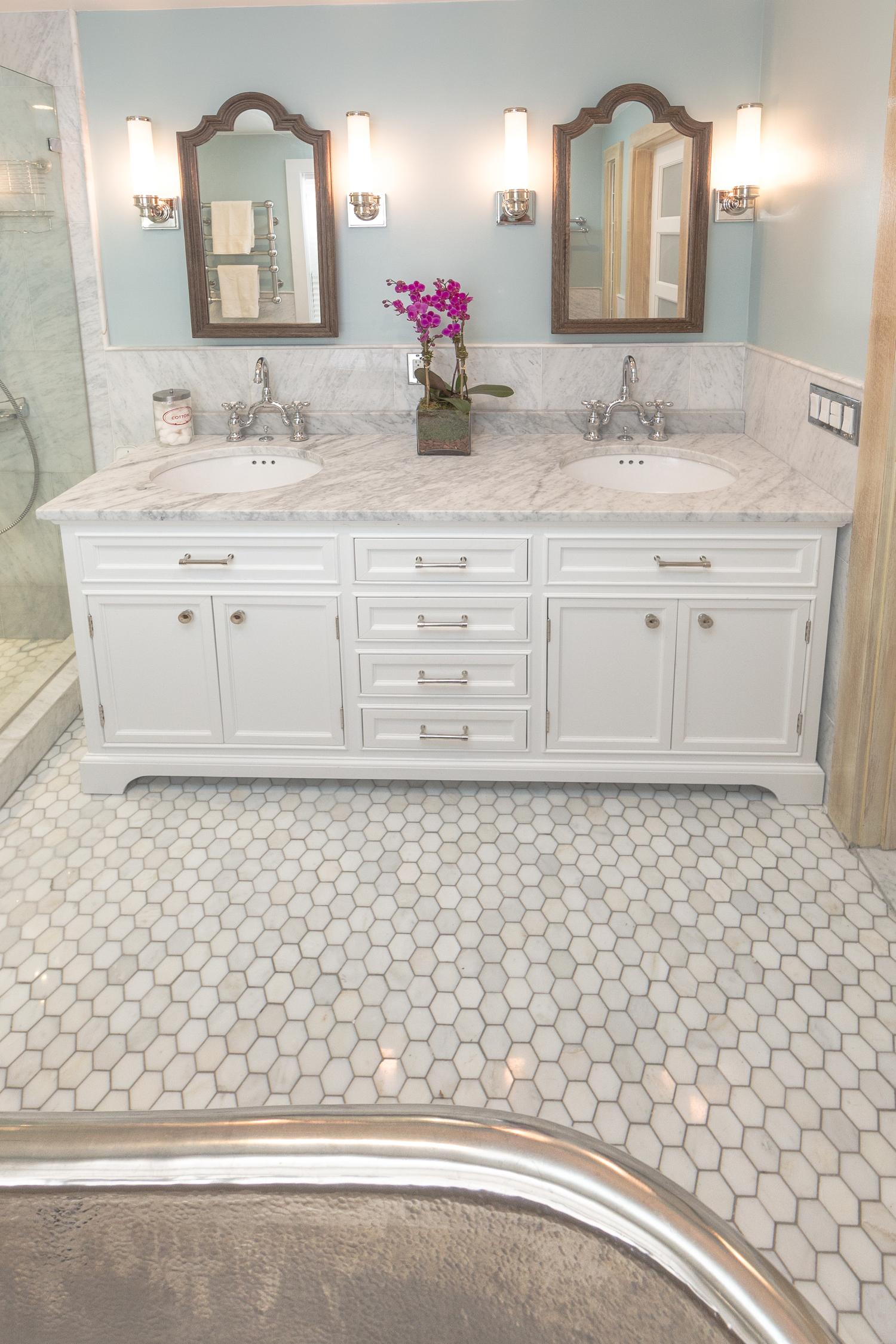 BROWNSTONE CLASSIC BATHROOM | MARIE BURGOS DESIGN