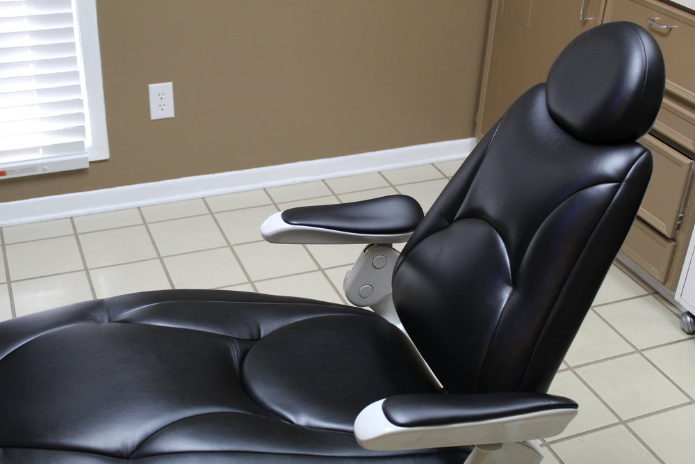 Our leather massage chair makes dental treatment more comfortable.