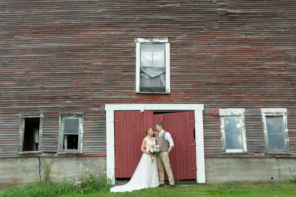SomerbyJonesPhotography_VermontWedding_CyrBarn_CryBarnWedding_0036.jpg
