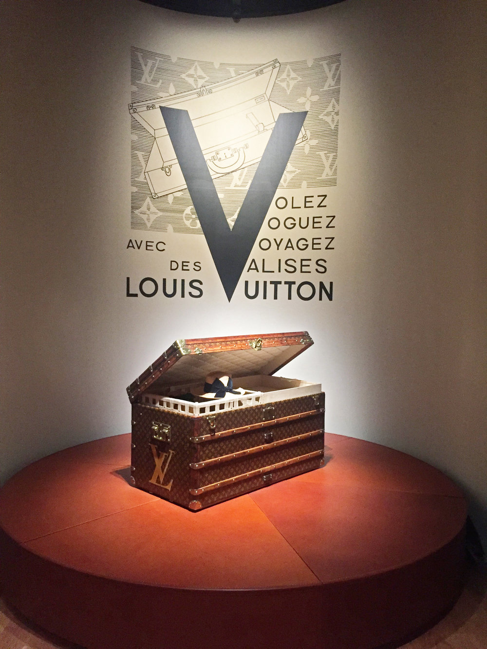 Louis Vuitton Volez Voguez Voyagez