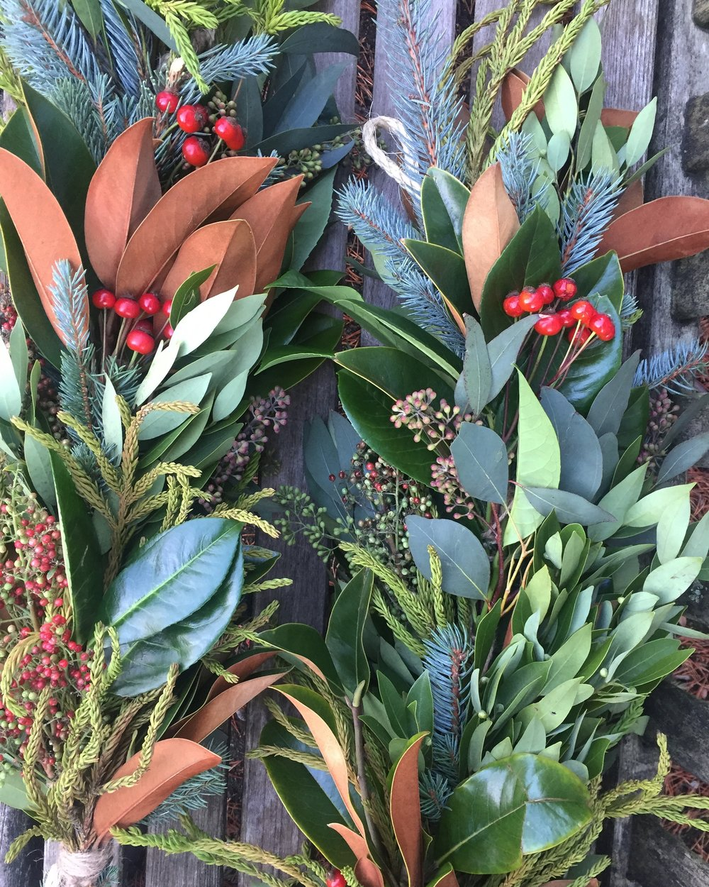 garland with rosehips.JPG