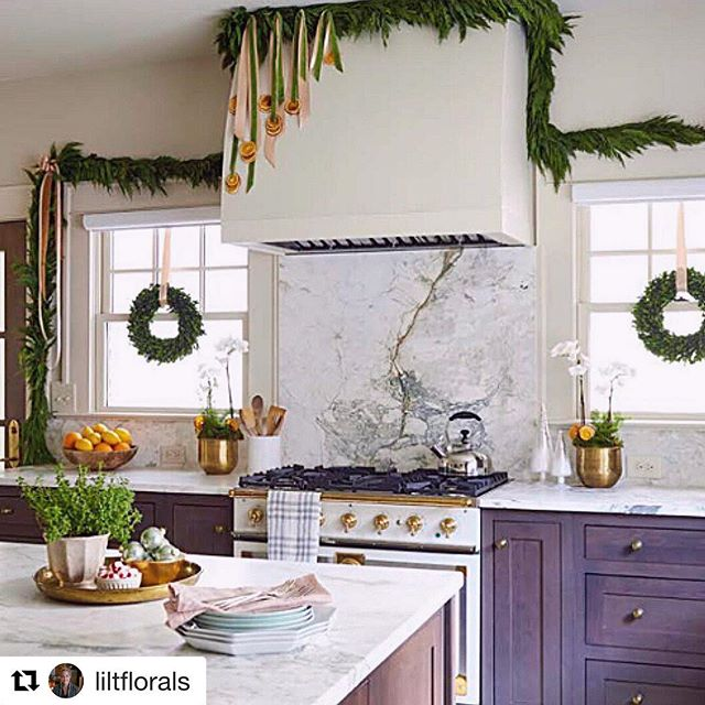 @liltflorals and @southernlivingmag has our #clermontproject ready for the holidays! We definitely wouldn't mind some holiday cooking in this kitchen! To see more of this home dressed for the holidays pick up the December issue of Southern Living. #ketchamandco #southernliving #clermontproject #merrymerry #holidaykitchens #merryandbright  #Repost @liltflorals (@get_repost) ・・・ This kitchen from the @southernlivingmag shoot is stunning. @ketchamandco nailed it on the details when building this home. 🏆