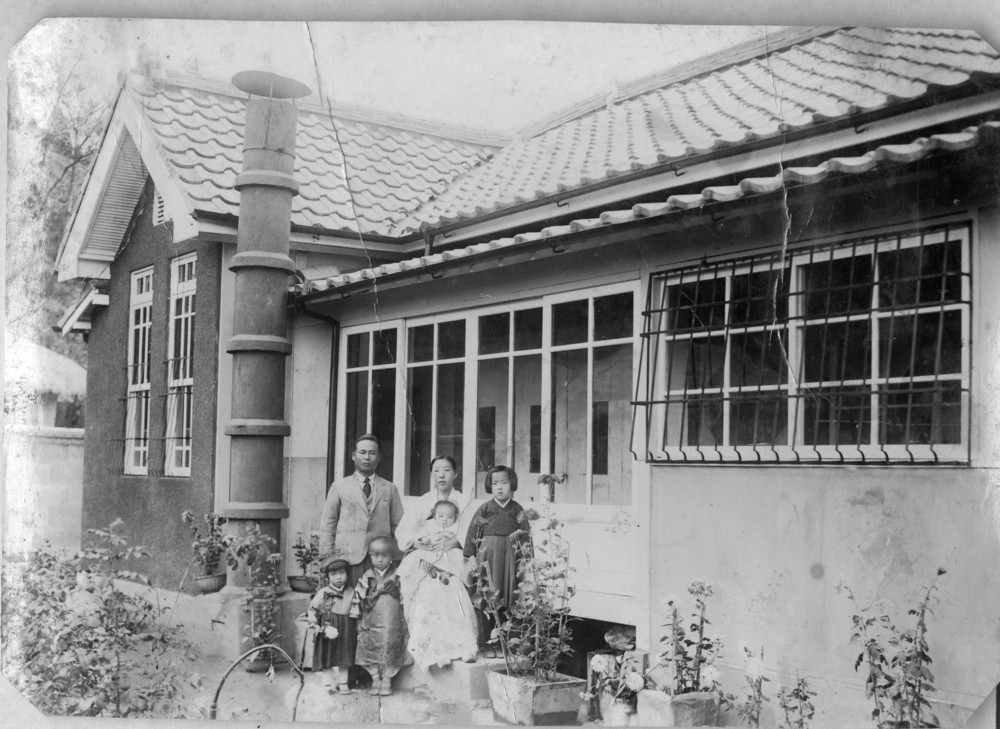 Kook Dong Pae (2nd from the left) and his family in Taegu, circa 1938