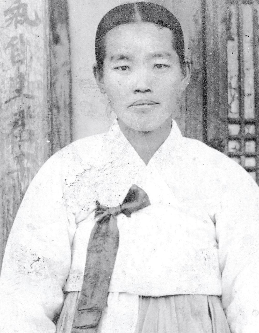 Kon Ho Cho's mother, circa 1940