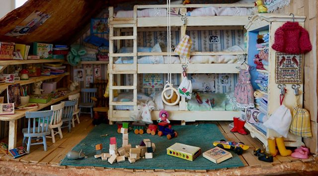 One of the many rooms from The Mouse Mansion at the OBA Amsterdam.  #OBA #themousemansion #mousemansion #studioschaapman #schaapman #karinaschaapman #dollhouse #miniatures #mini #handmade #diy #crafts #tutorial #kids #children #childrensbooks #picturebook #dummysek #museneshus #lamaisondesouris #dasmausehaus #azegertanya #villatopi #mysidomek #mushuset #lacasadelsratolins #lacasadelosratones #fareevi