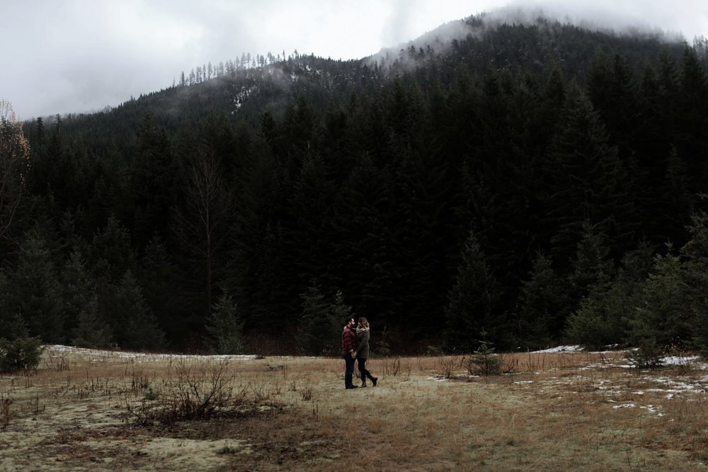 Snoqualmie_Pass_Engagement_Seattle_Wedding_Photographer_0001.jpg