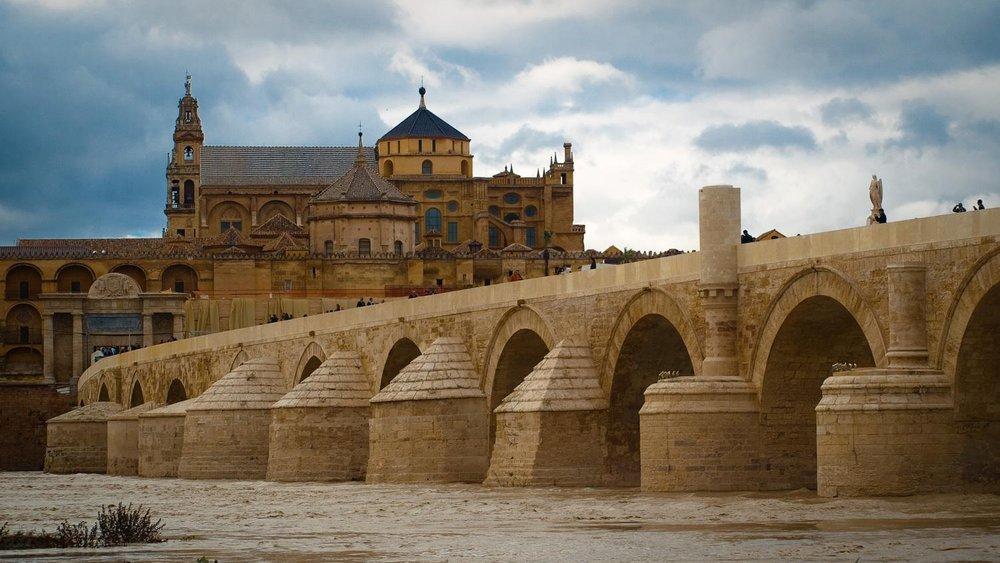 Puente_romano_y_mezquita.jpg