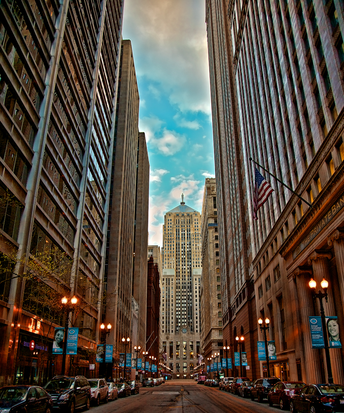 LaSalle-Canyon-Financial-District-Chicago_700.jpg