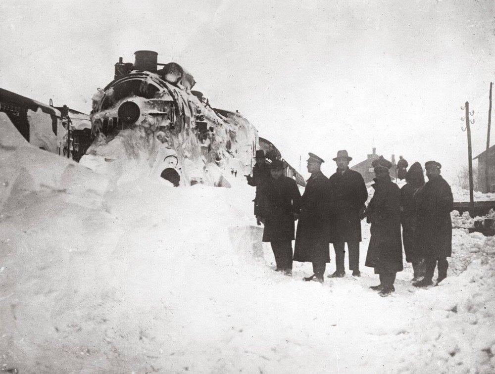 Il Simplon-Orient Express bloccato dalla neve nella stazione di Çerkezköy, Turchia (1929).