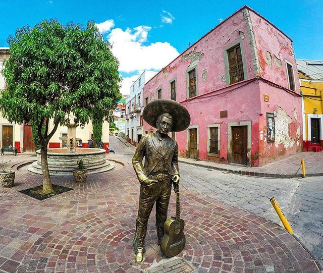 La statua di Jorge Negrete a Guanajuato, nella Plaza del Ropero. Foto di: @juliortega99.