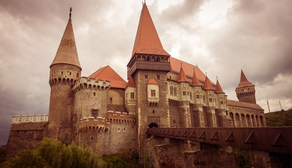 castle-880585_1920.jpg