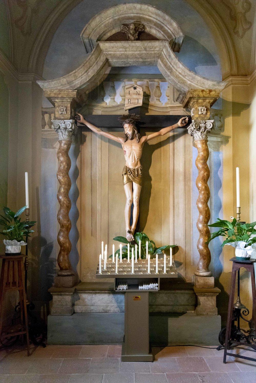 Il crocifisso del Cristo parlante all'interno della chiesa di Santa Maria Nascente. Foto di Valerio Greco